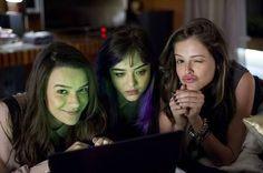 Com Mariana Molina (Patrícia) e Bella Piero (Nina, de cabelo roxo): meninas malvadas às 23h