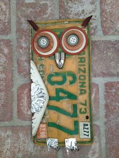 Upcycled License Plate Owl Yard Art Rustic by MountainDamsel Upcycled Kfz-Kennzeichen Owl Yard Art R Metal Yard Art, Metal Tree Wall Art, Scrap Metal Art, License Plate Crafts, License Plate Art, License Plate Ideas, Sculpture Metal, Owl Crafts, Yard Art Crafts