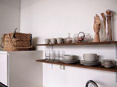 Rakenna vanhasta laudasta persoonalliset hyllyt Jos etsit vanhaa lautaa, tule meillä käymään: www.metsankylannavetta.fi  PROJEKTI VERKARANTA: IHAN ITSE TEHTIIN // KEITTIÖ