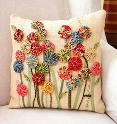 Delightful use of yo-yo posies (to make using fabric scraps) . Now I know what to do with all of those yoyo's I have been making over the years. FREE PROJECT: Yo-Yo Posies Pillow (from Quilt-it. ~ Yo-Yo Pillow w/ Applique ~ perfect use for old yo yos in m Sewing Pillows, Diy Pillows, Decorative Pillows, Cushions, Applique Pillows, Throw Pillows, Fabric Art, Fabric Crafts, Sewing Crafts