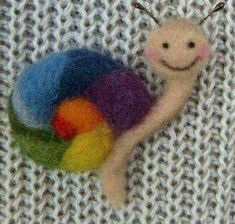 Muñecos de lana cardada Needle Felted Ornaments, Felt Ornaments, Needle Felted Animals, Felt Animals, Wet Felting, Needle Felting, Felt Brooch, Felt Ball, Sewing Toys