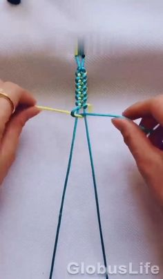 Diy Friendship Bracelets Tutorial, Diy Bracelets Easy, Thread Bracelets, Friendship Bracelet Patterns, Macrame Bracelets, Bracelet Tutorial, Beaded Friendship Bracelets, Knot Bracelets, Survival Bracelets
