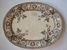 Antique English Victorian Aesthetic Movement Brown Transferware Platter Sunflower Medallion & Botanicals Brown Plates, Old Plates, Antique Plates, Vintage Decor, Vintage Items, Vintage Dishes, Silver Wallpaper, Tea Tray, Aesthetic Movement