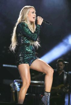 Carrie Underwood Albums, Carrie Underwood Legs, Carrie Underwood Pictures, Country Girls, Country Music, Country Female Singers, All American Girl, I Love Girls, Sexy Legs