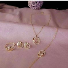 Ideas for wedding rings sets small unique Gold Ring Designs, Gold Earrings Designs, Gold Jewellery Design, Necklace Designs, Jewellery Sale, Gold Rings Jewelry, Golden Jewelry, Diamond Jewelry, Gold Necklace Simple