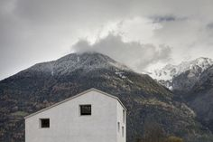 House in Mühlbach, South Tyrol by Pedevilla Architects | Yatzer