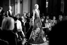 Le final du défilé Valentino haute couture printemps-été 2014 http://www.vogue.fr/mode/inspirations/diaporama/les-coulisses-de-la-fashion-week-haute-couture-jour-3-fw2014/17264/image/926024#!le-final-du-defile-valentino-haute-couture-printemps-ete-2014