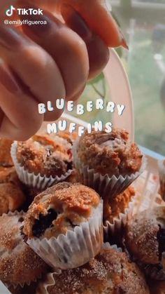 (tiktok: @emilylfigueroa) Fun Baking Recipes, Sweet Recipes, Snack Recipes, Dessert Recipes, Cooking Recipes, Delicious Desserts, Yummy Food, Tasty, Cafe Food
