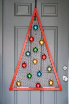 DIY Chicken Wire Christmas Tree DIY Home Decor Crafts  This might be good as a yard decoration