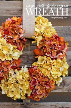 Easy Fall Hydrangea Wreath. Beautiful!