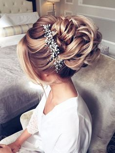 Elstile Long Wedding Hairstyles and Updos / http://www.deerpearlflowers.com/26-perfect-wedding-hairstyles-with-glam/
