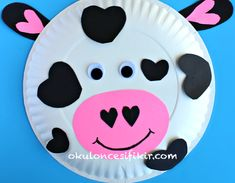 Paper Plate Cow Craft for Kids - Crafty Morning Paper Plate Crafts For Kids, Valentine's Day Crafts For Kids, Valentine Crafts For Kids, Animal Crafts For Kids, Daycare Crafts, Homemade Valentines, Toddler Crafts, Preschool Crafts, Valentines Art
