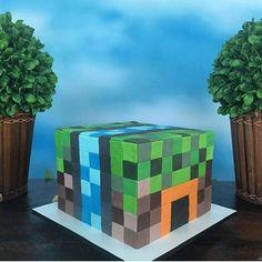 Achei que esse bolo fosse virtual de tão perfeito, adorei! Bolo Mine Craft por @bethcakerie, #regram @marcellebragaa. Quem também tem um filho viciado nesse jogo? Rs  #kikidsparty
