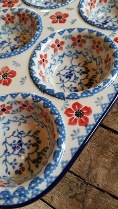 Muffin tray Bunzlau Castle click now for info. Polish Pottery, Ceramic Pottery, A Table, Feng Shui, Dinnerware, Stoneware, Tea Pots, Clay, Dishes
