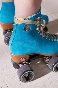 Retro Roller Skates, Quad Roller Skates, Roller Derby, Roller Skating, Rollerblading Workout, Fun Workouts, Workout Tips, Basketball Tricks, Sock Shoes