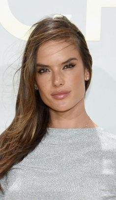 Bronzed skin. Makeup. Classic Beauty. Victoria's Secret. Alessandra. chelseabe.com
