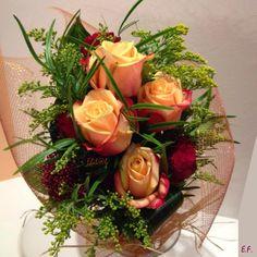 mazzo di rose a fascio dai toni autunnali