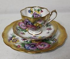 VINTAGE QUEEN ANNE ENGLAND BONE CHINA TEA CUP & SAUCER & BREAD SET HEAVY GOLD