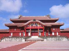 Castillo de Shuri (首里城), Reconstruido despues de la guerra, este castillo fue el aposcento de los antiguos monarcas del Reino de RyuKyu.