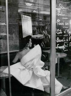 L'Officiel #746, 1989Photographer: Frank HorvatBalmain, Spring 1989