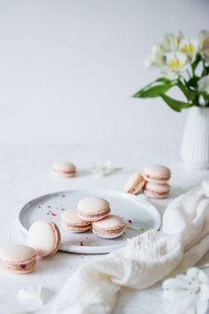 Makronky – ako na to – Lapetit Food Photography Styling, Food Styling, White Photography, Macarons, Panna Cotta, Food And Drink, Gluten, Cake, Ethnic Recipes