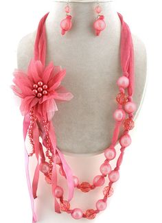 @Nicole Novembrino Holmberg could we do something with ribbon and beads?  I love this!