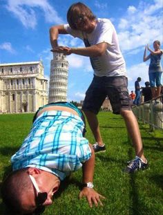 Haha, Leaning Tower of Pisa. Thinking out side the box! Memes Humor, Funny Memes, Funny Comedy, That's Hilarious, Top Memes, Funniest Memes, It's Funny, Funny Animal Pictures, Funny Photos