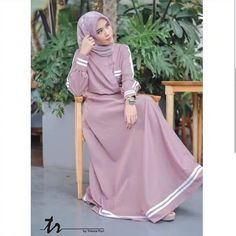 Jb RESYITA DRESS Price: Material: Moschcrape that is soft and falling and cold, and com Girls Maxi Dresses, Trendy Dresses, Simple Dresses, Abaya Fashion, Modest Fashion, Fashion Outfits, Muslim Women Fashion, Islamic Fashion, Muslim Long Dress