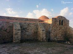 Pendant mon road trip en Sardaigne j'ai visité l'Eglise San Giovanni dont l'architecture se fond parfaitement au paysage marin.