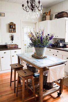 Farmhouse Style Kitchen, Country Kitchen, New Kitchen, Kitchen Ideas, Rustic Farmhouse, Kitchen Island, Kitchen Cabinets, Eclectic Kitchen, Cozy Kitchen