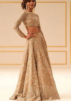 Find out about the best quality Latest Elegant Designer Indian Sari including items such as Latest Elegant Designer Saree also Bollywood fashion if so then Click Visit link for Pakistani Bridal Dresses, Pakistani Outfits, Bridal Lehenga, Indian Dresses, Bridal Lenghas, Gold Lehenga, Lengha Choli, Anarkali, Indian Wedding Outfits