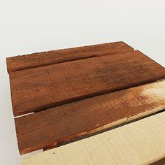 Multilingual sign on rustic wooden palette / Enseigne multilingue sur palette rustique en bois | DeSerres