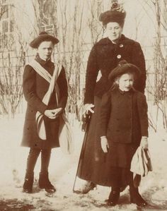 Grand Duchess Olga Romanov in winter. Above with her sister Anastasia Romanov and lady in waiting Anna Vyrubova,