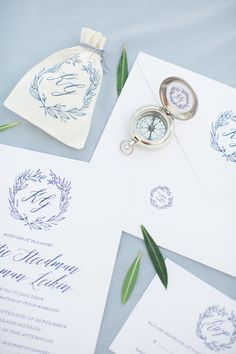 Nod to your adventurous relationship with compass wedding décor. Here, we're showcasing some of the most creative and beautiful ways real couples used compasses throughout their wedding stationery and decor. Stationery Design, Wedding Stationery, Wedding Invitations, Invites, Inexpensive Wedding Favors, Edible Wedding Favors, Cool Wedding Cakes, Diy Wedding, Wedding Ideas