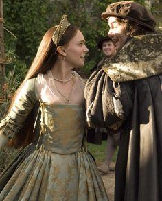 Natalie Portman as Anne Boleyn and Jim Sturgess as George Boleyn in The Other Boleyn Girl (2008).