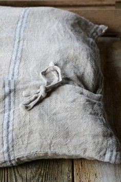 linen envelope-style pillow cover with blue and white stripes and tie closures Lino Natural, Natural Linen, Linen Bedding, Linen Fabric, Natural Interior, Feed Sacks, Grain Sack, Linens And Lace, Antique Lace