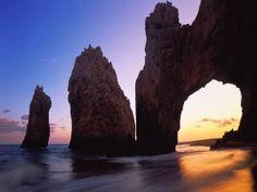 Sol brillando en el Arco del Cabo San Lucas