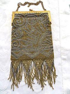 7692fdfc2e0 Antique Microbead Purse Handbag 1920s Gold by VintageVogueTreasure  #vogueteam #antique #purse Vintage Portemonnees
