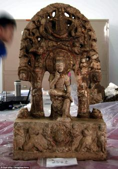 Rare: Chinese archaeologists in the northern province of Hebei in January unearthed the statues, many of which show Buddha in a cross-legged 'contemplative' . http://i.dailymail.co.uk/i/pix/2012/04/22/article-2133373-12B513F8000005DC-255_634x910.jpg