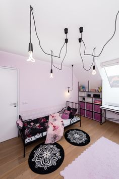 Children room lighting - bulb on textile cable