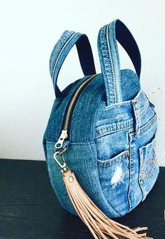 Jeans Recycling, Blue Jean Purses, Diy Sac, Denim Handbags, Denim Purse, Denim Crafts, Old Jeans, Recycled Denim, Bag Patterns To Sew