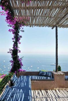 La dolce vita: Chez Matteo Thun in Capri Turbulenzen Déco Porch And Terrace, Patio Roof, Balcony Garden, Diy Pergola, Pergola Kits, Outdoor Spaces, Outdoor Living, Outdoor Decor, Gazebos