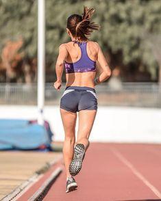 athletics track runners running Girl Running, Running Women, Running Outfits, Beautiful Athletes, Runner Girl, Sporty Girls, Female Poses, Track And Field, Athletic Women