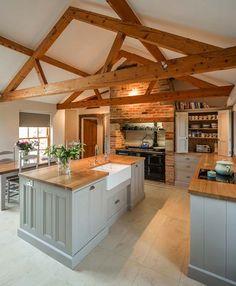 Luxury Kitchen Farmhouse Kitchens Awesome Farm Style Kitchen renovation ideas for your kitchen are Kitchen Ikea, New Kitchen, Kitchen Black, Vintage Kitchen, Barn Kitchen, Kitchen Sink, Awesome Kitchen, Farm Kitchen Design, Kitchen Rustic