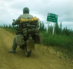 BMW R800GS on the Dempster Highway on the way to Inuvik