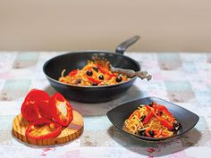 Pasta with roasted sweet peppers & olives Roasted Peppers, Stuffed Sweet Peppers, Roasting Pan, Taste Buds, How To Cook Pasta, Olives, Pasta Dishes, Meals, Farmers