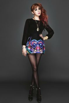 I covet this ensemble in a very, very real way. Love the structured look of the skirt and top together. Also, Bom. <3