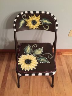 Painted metal patio furniture folding chairs New ideas Painted Folding Chairs, Painted Metal Chairs, Old Metal Chairs, Fold Up Chairs, Metal Patio Furniture, Outdoor Furniture Design, Painted Furniture, Furniture Ideas, Desk Chair Comfy