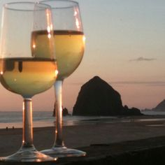 Wine, la creme cow cheese, good food and sunset, Cannon Beach, OR . This is my smoothest day.  #smoothestdayever