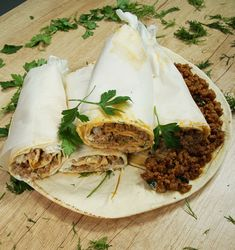 Ρολάκια αραβικής πίτας με γιαούρτι και πικάντικο κιμά #αραβικές #κιμάς Food To Go, Camembert Cheese, Food Porn, Appetizers, Pizza, Youtube, Portable Food, Appetizer, Entrees